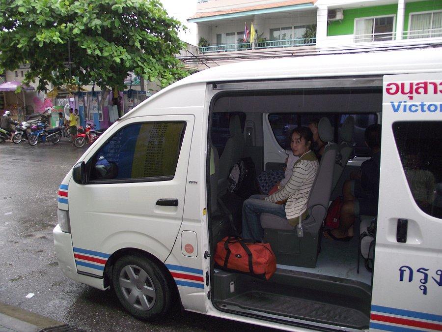 http://thaiwinter.ru/wp-content/uploads/2011/09/Minibus_Huahin.jpg